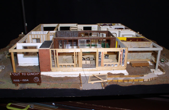 The upper floor is removable